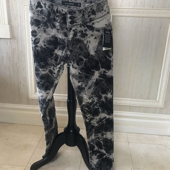 Hot Topic Pants - Marble wash super skinny 0 jeans trendy sexy NWT